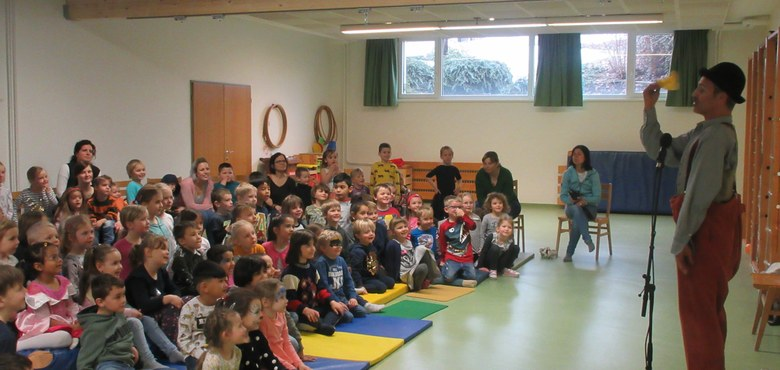 Clown Pompo im Kindergarten Don Bosco