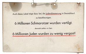 Antisemitisches Pappschild, angebracht an einer vor allem von Juden besuchten Münchner Gaststätte, April 1948 | Stadtarchiv München, Pol.Dir. 649
