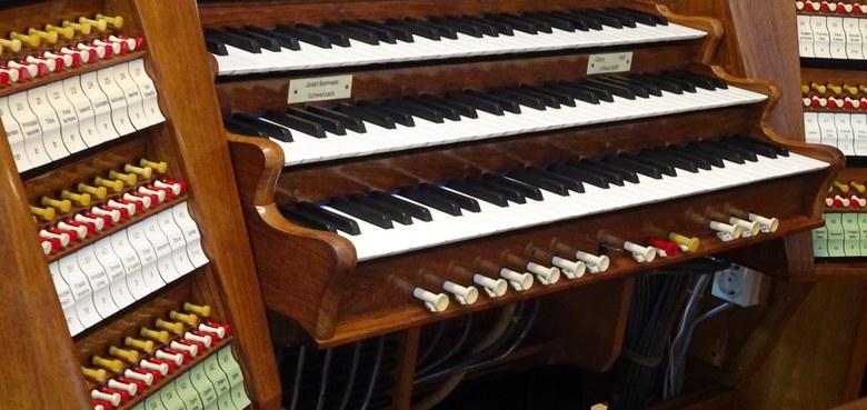 Spieltisch der Behmann-Orgel
