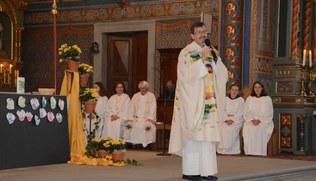 Vorschaubild Familiengottesdienst mit Miniaufnahme, Priesterjubiläum und Verabschiedung der Jugendleiterin