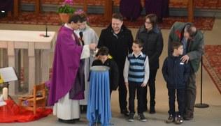 Vorschaubild Taufe und Vorstellung der ErstkommunikantInnen