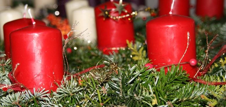 Familiengottesdienst mit Adventkranzsegnung und Pfarrcafe