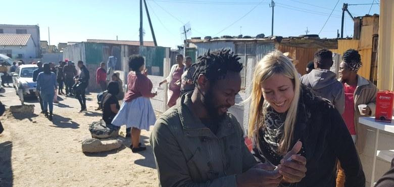 Eine Vorarlbergerin bei einem Sternsingerprojekt in Südafrika