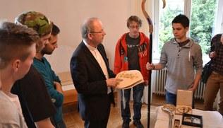 Vorschaubild Jugendlicher Besuch bei Bischof Benno Elbs