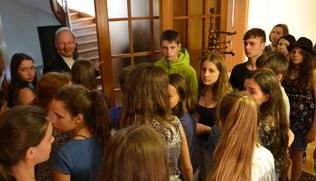 Vorschaubild Schüler/innen des BG Schillerstraße beim Bischof