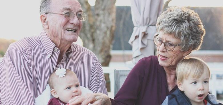 """""""Oma und Opa, hond'r Zit?"""" - Veranstaltungsreihe für Großeltern"""