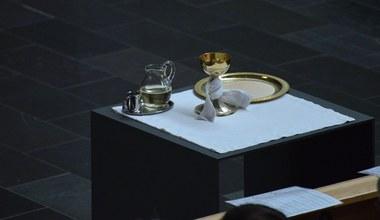 Tesaserbild für den Artikel Am Altar