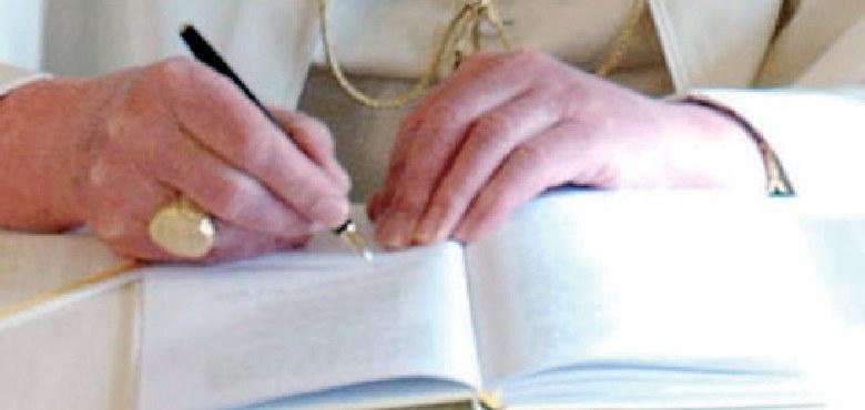 Benedikt XVI. für Weltautorität