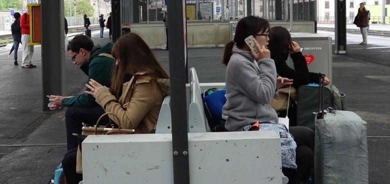 Statt Smartphone: Bibel-Boom