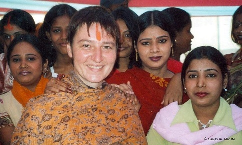 Eva Wallensteiner beim Chaat Puja-Fest