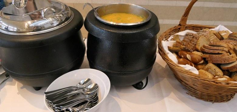 Suppe essen und weltweite Frauensolidarität leben