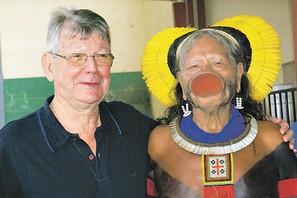 Bischof Kräutler mit Kayapo-Indio