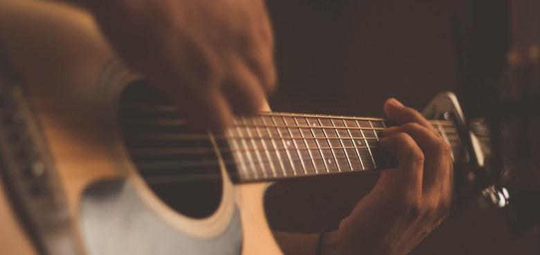 Gitarre und Gotteslob