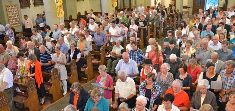 """""""Von Jahr zu Jahr"""" - auswendig mit der Gemeinde singen"""