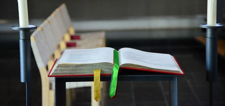 Wohin mit alten Bibeln?
