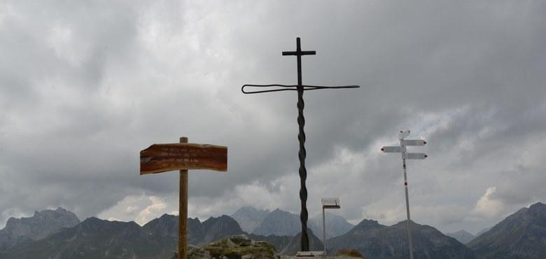 Man trifft sich auf 2261 Meter Höhe – Bergmesse unterm neuen Gipfelkreuz