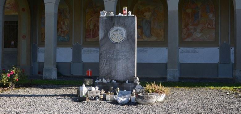 Gemeinschaftsbegräbnis für zu früh verstorbene Kinder