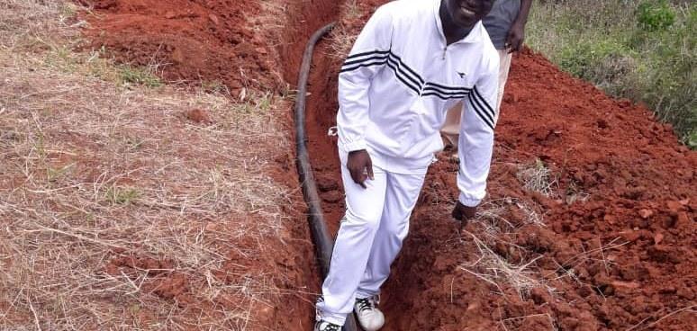 Brunnen - Projekt in Tansania - das Wasser fließt