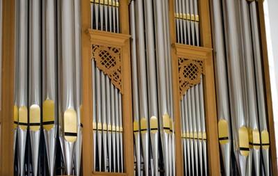 Orgel am Seitenaltar