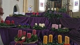 Vorschaubild Adventkranzweihe