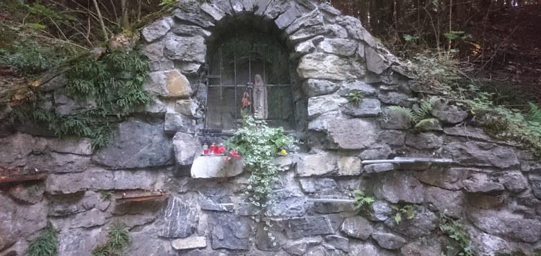 Bittprozession und Feierliche Segnung Marien Statue bei der Lourdesgrotte