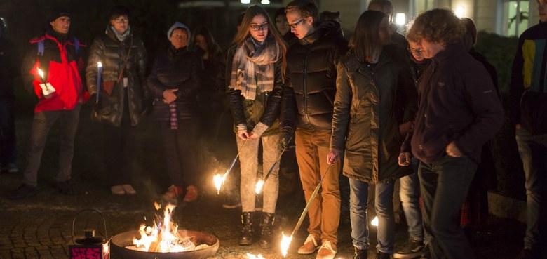 LICHTe Stille – Interreligiöses Friedensgebet
