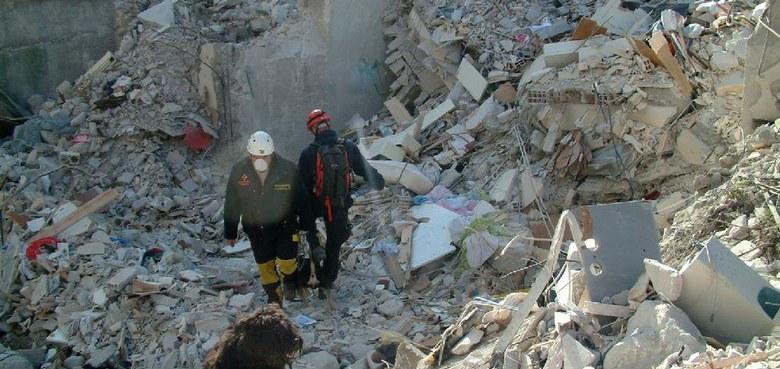 Hilfe für Erdbebenopfer