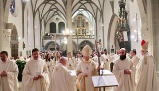 Vorschaubild Priesterweihe Dariusz Radziechow mit Bischof Benno Elbs